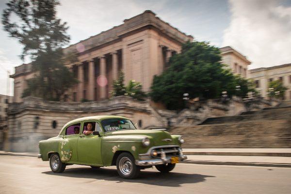 Grünes Auto in Havana